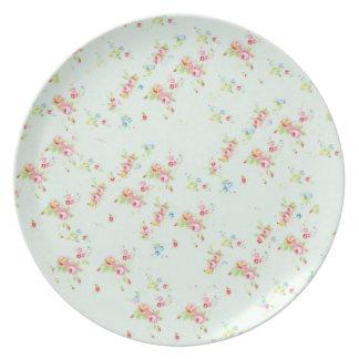 Flores color de rosa elegantes lamentables florale plato de cena