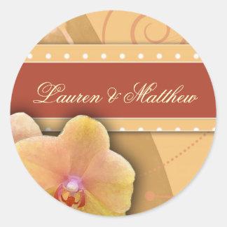 Flores color nata frescas y enrrolladas pegatina redonda