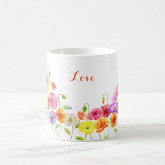 Flores coloridas de las amapolas de la acuarela taza básica blanca