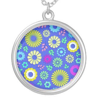 Flores coloridas y azules lindas del verano colgante redondo