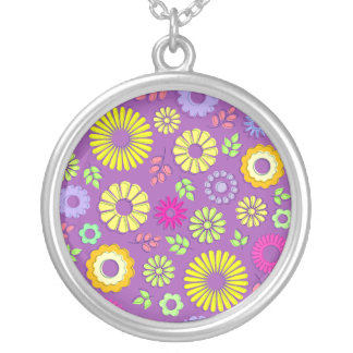 Flores coloridas y púrpuras lindas del verano colgante redondo