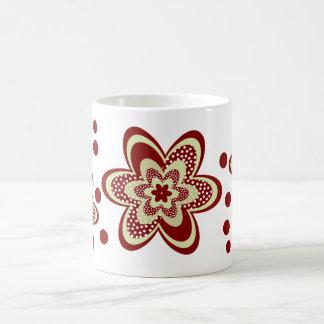 Flores concéntricas manchadas en marrón taza clásica