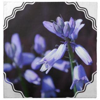 Flores de Bell azules fijadas de cuatro servilleta