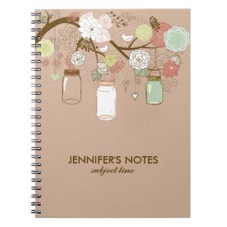 Flores de Brown y del moreno y tarros de albañil Cuaderno