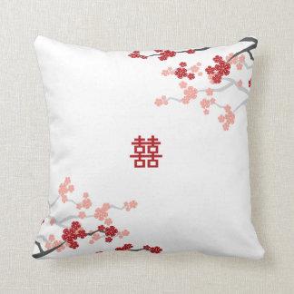 Flores de cerezo chinas del boda de la felicidad d almohada