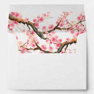 Flores de cerezo de la acuarela que casan el sobre