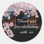 Flores de cerezo de Sakura que casan a los Pegatina Redonda