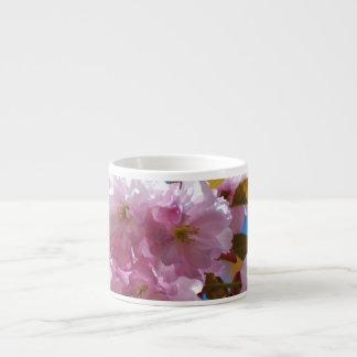 Flores de cerezo florecientes tazas espresso