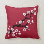 Flores de cerezo góticas almohada