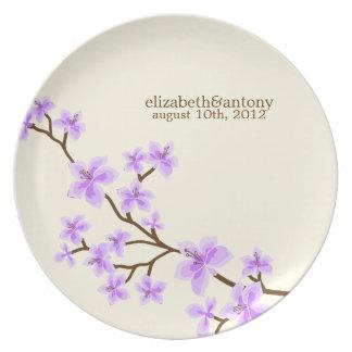 Flores de cerezo púrpuras platos