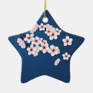 Flores de cerezo que caen adorno navideño de cerámica en forma de estrella