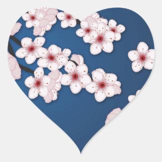 Flores de cerezo que caen pegatina en forma de corazón