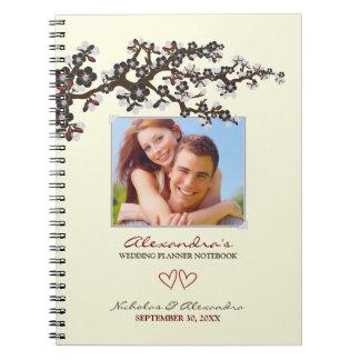 Flores de cerezo que casan el cuaderno del