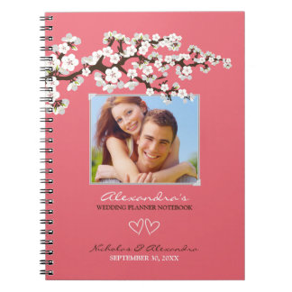 Flores de cerezo que casan el cuaderno del planifi