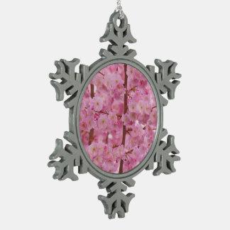Flores de cerezo, rosa adorno de peltre en forma de copo de nieve