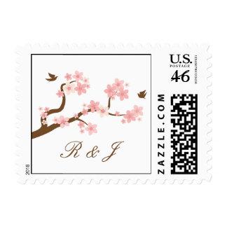 Flores de cerezo rosadas blanco con el sello de la