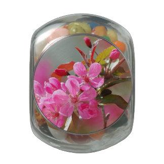 Flores de cerezo rosadas oscuras frascos de cristal