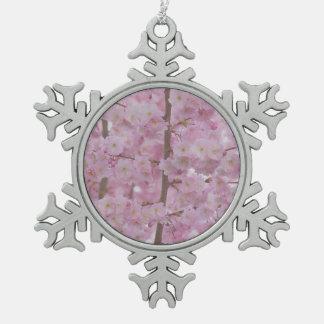 Flores de cerezo, suavemente rosa adorno de peltre en forma de copo de nieve
