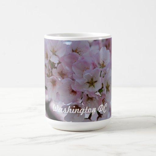 Flores de cerezo taza básica blanca