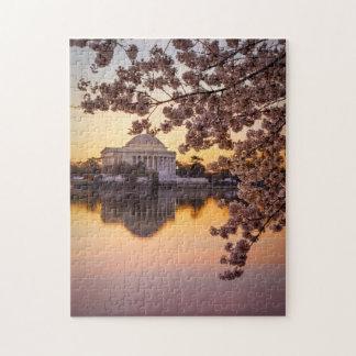 Flores de cerezo y el monumento de Jefferson Rompecabezas Con Fotos
