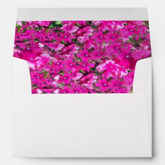 Flores de color rosa oscuro sobre