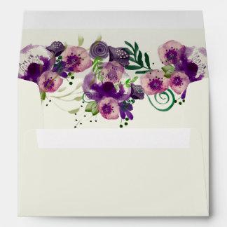 Flores de Deep Purple que casan las invitaciones Sobres