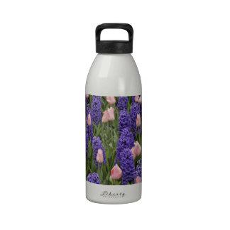 Flores de Holanda de jacintos y de tulipanes rosa Botella De Agua Reutilizable