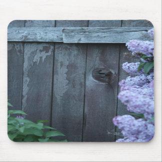 Flores de la lila y Mousepad de madera viejo