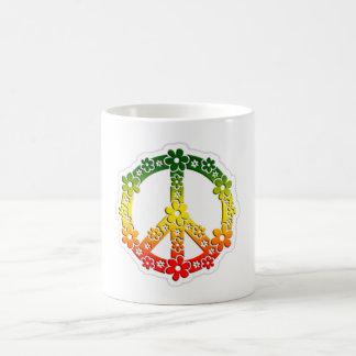 Flores de la paz del reggae de Rasta Taza Básica Blanca
