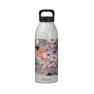 flores de la primavera, botella de agua