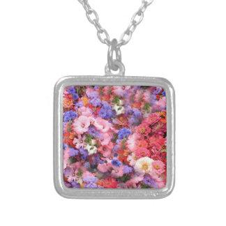 Flores de la primavera en el parque grimpolas