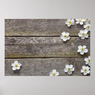 Flores de la primavera en la tabla de madera poster