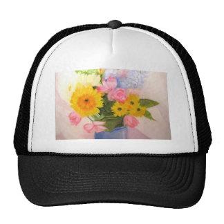 Flores de la primavera en un florero gorro de camionero