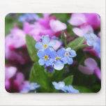 Flores de la primavera - nomeolvides y Redbuds Alfombrillas De Ratón