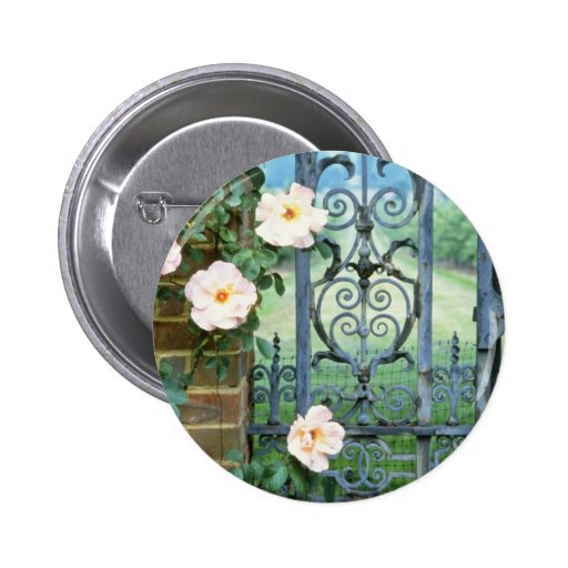 flores de la puerta del rosa blanco y del hierro l pin redondo 5 cm