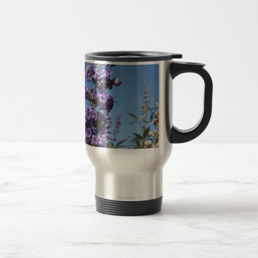 Flores de la púrpura del árbol casto taza térmica
