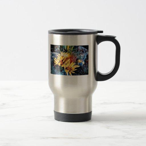 Flores de la raíz del bálsamo en un prado taza de café