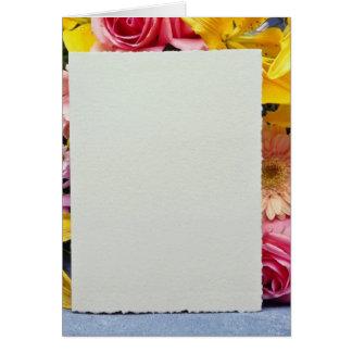 flores de la tarjeta amarilla y de las flores