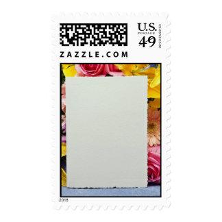 flores de la tarjeta amarilla y de las flores sellos