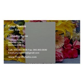 flores de la tarjeta amarilla y de las flores plantillas de tarjetas personales