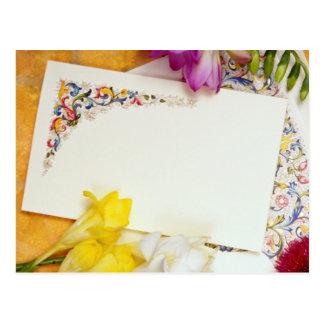 flores de la tarjeta amarilla y de las flores tarjetas postales