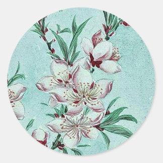Flores de las ramas de árbol de melocotón por etiquetas redondas