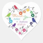 Flores de los pájaros del tema del arco iris que colcomanias de corazon