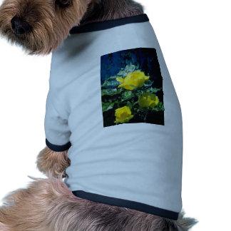 flores de los rosas amarillos del amarillo tres camisetas de perrito