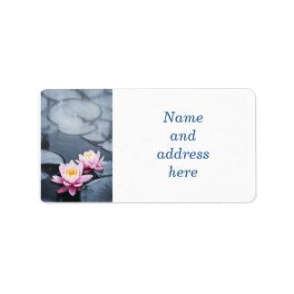 Flores de loto rosadas etiquetas de dirección