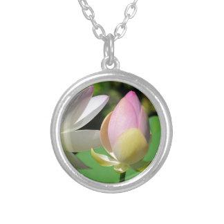 Flores de Lotus sagrado Colgante Personalizado