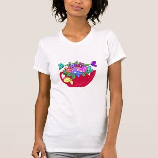 Flores de lujo en pote del té con la camisa de las