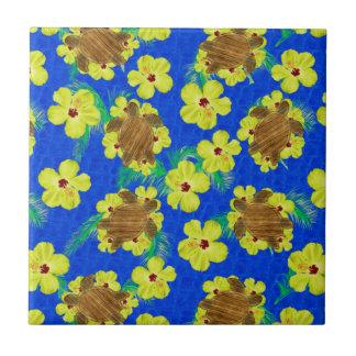 Flores de madera de Honu y del hibisco Azulejo Cuadrado Pequeño