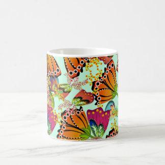 Flores de mariposa taza