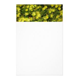 Flores de oro del amarillo de la planta de hielo papelería de diseño